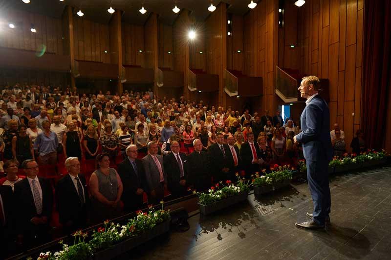 Norman Gräter als Speaker auf der Bühne
