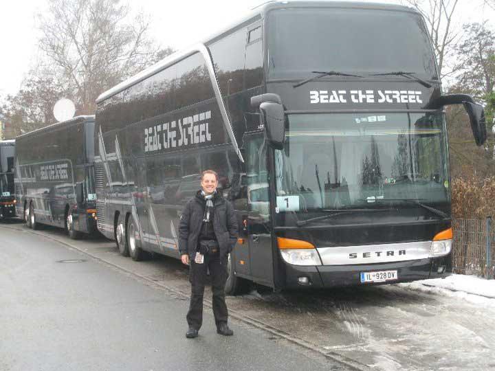 Norman Gräter vor dem Tourbus